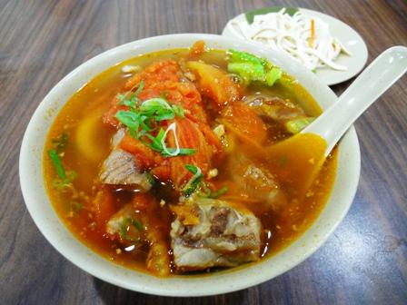 トマト牛肉刀削麺