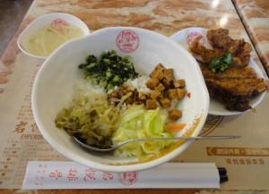 排骨酸菜飯